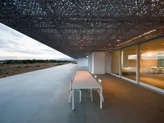 buerger katsota zt gmbh Balkon, Beranda & Teras Gaya Mediteran Tekstil Grey