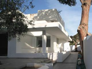 Acceso a la vivienda: Casas de estilo  de TUAN&CO. arquitectura