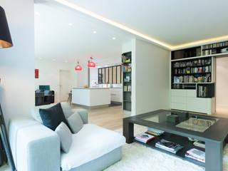 Séjour ouvert: Salon de style  par LA CUISINE DANS LE BAIN SK CONCEPT