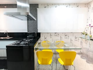 根據 Haus Brasil Arquitetura e Interiores 隨意取材風