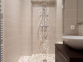 SALLE DE DOUCHE Salle de bain moderne par LA CUISINE DANS LE BAIN SK CONCEPT Moderne