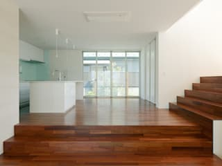 KNI邸: 株式会社岡部克哉建築設計事務所が手掛けたダイニングです。
