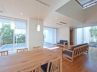 グループホーム: 株式会社岡部克哉建築設計事務所が手掛けたダイニングです。
