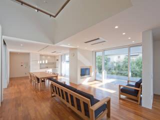 グループホーム: 株式会社岡部克哉建築設計事務所が手掛けたリビングです。