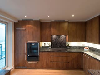 American Black Walnut Vauxhall Kitchen designed and made by Tim Wood Moderne keukens van Tim Wood Limited Modern