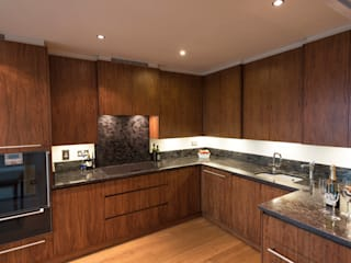 American Black Walnut Vauxhall Kitchen designed and made by Tim Wood Tim Wood Limited Modern kitchen Wood