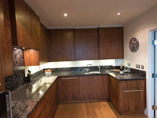 American Black Walnut Vauxhall Kitchen designed and made by Tim Wood Tim Wood Limited Modern style kitchen Wood