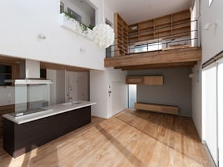 Salas modernas de 株式会社ブレッツァ・アーキテクツ Moderno
