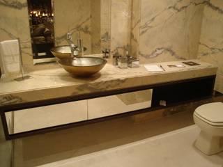 ANNA MAYA ARQUITETURA E ARTE Classic style bathrooms Marble Amber/Gold