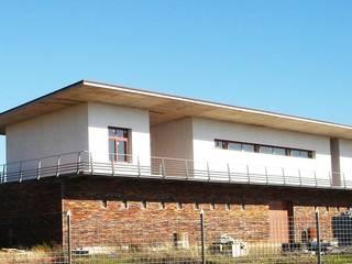 Edificación Casas de estilo moderno de Sánchez Terio Arquitectos Moderno