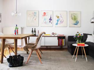 Kleines Apartment mit skandinavischem Interieur: Neues Layout fürs Wohnzimmer:  Wohnzimmer von INDECORATE