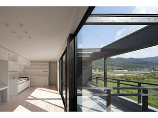 Wohnzimmer von 関建築設計室 / SEKI ARCHITECTURE & DESIGN ROOM