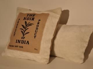 Coussin thème India :  de style colonial par MATANA CREATIONS , Colonial