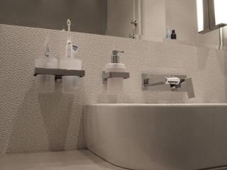 mieszkanie dla pary, 55m2, Gdańsk: styl , w kategorii Łazienka zaprojektowany przez Studio Projektowania doMIKOart