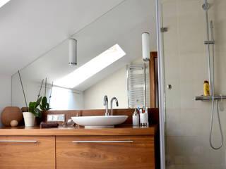 apartament na ursynowie : styl , w kategorii Łazienka zaprojektowany przez PIKSTUDIO