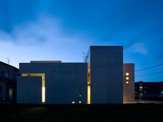 光と遊ぶ家 モダンな 家 の 本田建築設計事務所 モダン