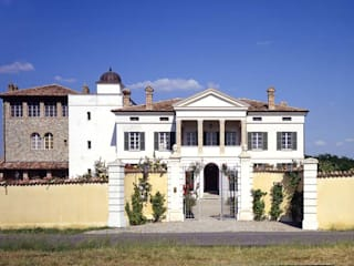 Classic style houses by Andrea Pacciani Architetto Classic