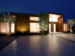 「都市の中のコテージ」癒せる木造りの家: 草木義博 Kukan Design Works Inc.が手掛けた家です。,