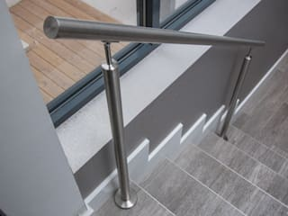 S/steel balustrade to the existing staircases by Railing London Ltd Сучасний