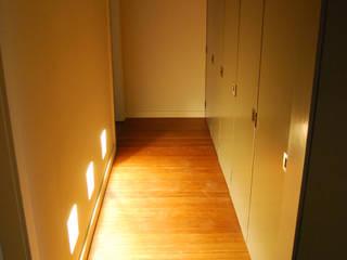 Modern corridor, hallway & stairs by Teresa Pinto Ribeiro | Arquitectura & Interiores Modern