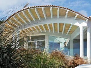 Möwenhaus: moderne Häuser von Stephan Wächter Architekt Bausachvertändiger Spanien
