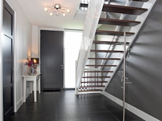 Country style corridor, hallway& stairs by In Perspectief architectuur Country