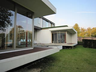 Groveside House The Chase Architecture Modern style balcony, porch & terrace Glass White