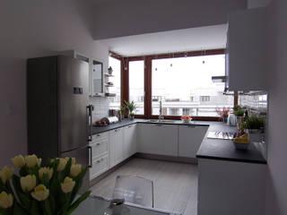 Mieszkanie Sarmacka, Warszawa : styl , w kategorii Kuchnia zaprojektowany przez Pracownia projektowania wnętrz Beata Lukas