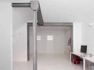 manrique planas arquitectes Study/office White