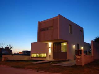 Casa en Manatiales - Casa del músico: Casas de estilo  por barqs bisio arquitectos