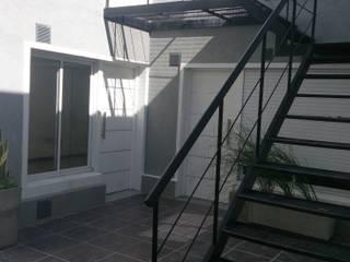 Alsina 1117: Terrazas de estilo  por SCS Arquitectura