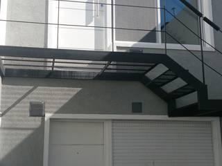 Alsina 1117 Jardines modernos: Ideas, imágenes y decoración de SCS Arquitectura Moderno