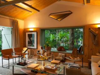 Salones de estilo  de Marina Linhares Decoração de Interiores
