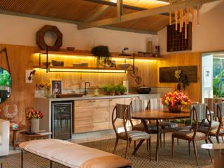 Cocinas de estilo  de Marina Linhares Decoração de Interiores
