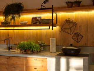 Casa Cor 2015/ A Casa da Gente: Cozinhas  por Marina Linhares Decoração de Interiores,Tropical