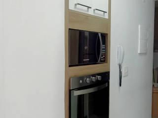 Dois Ambientes: Cozinhas  por Odete Brito,
