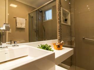 Badezimmer von LC ARQUITETURA, Modern