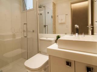 Bathroom by LC ARQUITETURA, Modern