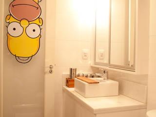 Banheiro da suíte do rapaz: Quartos  por ARQ Ana Lore Burliga Miranda