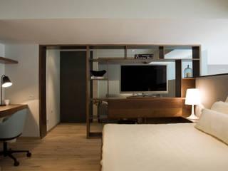 Mueble Divisorio TV / Recámara Principal Dormitorios escandinavos de Basch Arquitectos Escandinavo Madera Acabado en madera