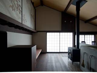 内観: 一級建築士事務所マチデザインが手掛けたリビングです。