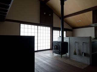 本棟の家 和風デザインの リビング の 一級建築士事務所マチデザイン 和風