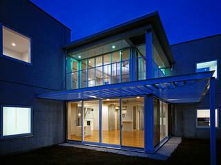 Houses by 新野裕之建築設計 Hiroyuki Niino Architecture, Minimalist