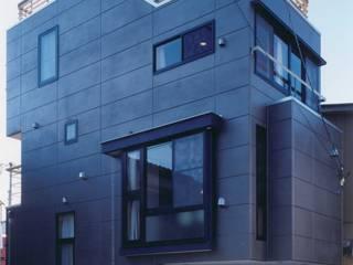 北側: 有限会社 高橋建築研究所が手掛けた家です。