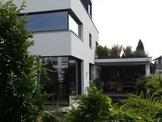 現代房屋設計點子、靈感 & 圖片 根據 moser straller architekten 現代風