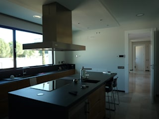 Cozinhas modernas por CARLOS TRIGO GARCIA Moderno
