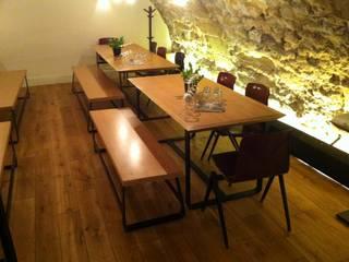 JAJA Restaurant Furniture:  de style  par LampAndCo