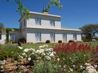 Alen y Calche S.L. Mediterranean style houses White