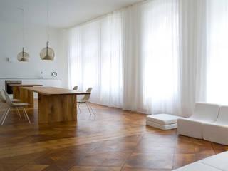 BUCHHOLZBERLIN Design GmbH Столовая комнатаСтолы Дерево Коричневый
