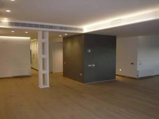 REDISTRIBUCIÓN VIVIENDA Salones de estilo minimalista de CURROMESTREestudio Minimalista